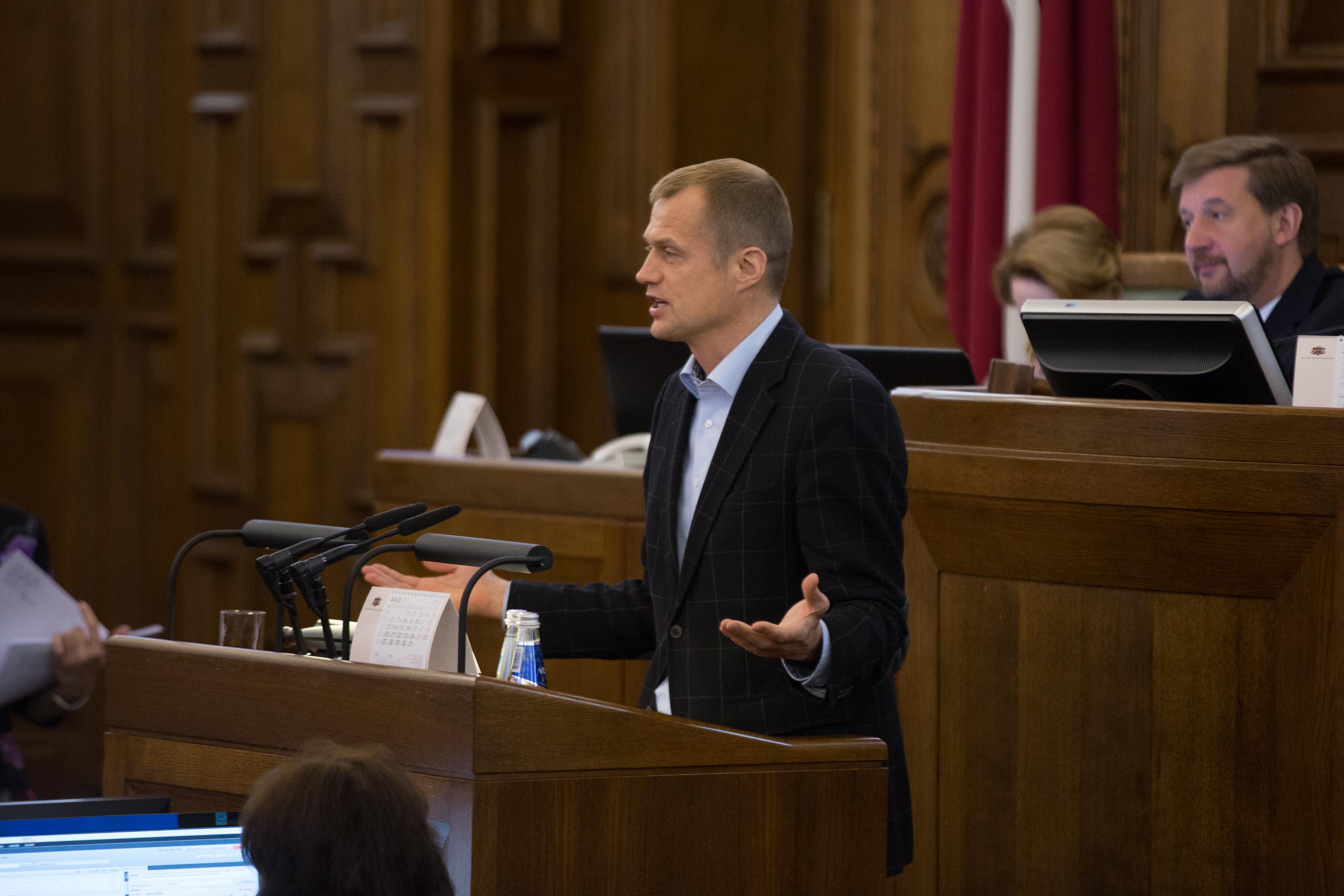 Ивар Зариньш: Правительство должно отчитаться перед парламентом о сомнительных закупках медицинских масок и средств дезинфекции