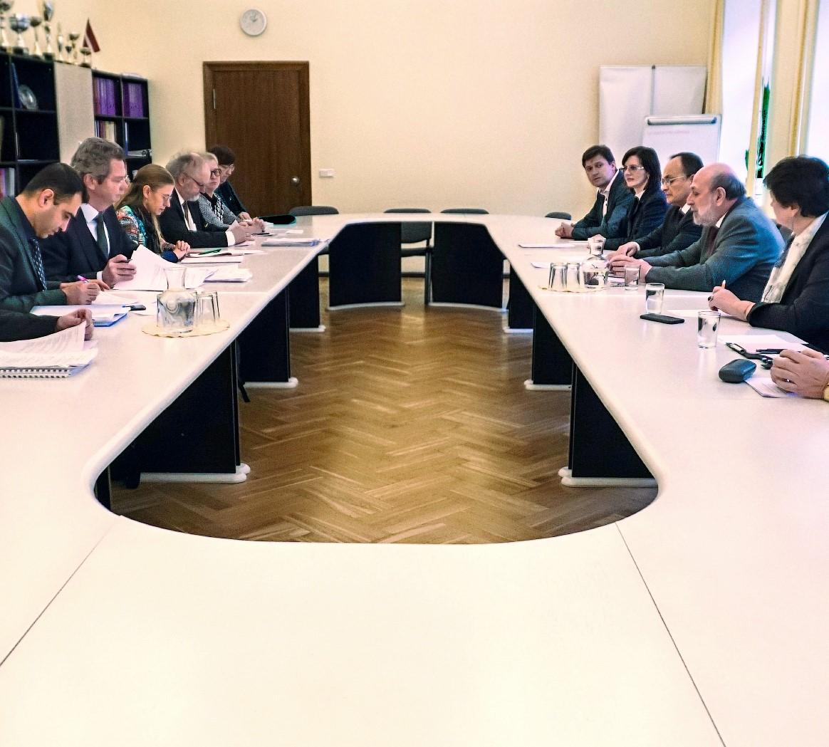Venēcijas komisijas delegācija, vizītes laikā Rīgā, izvērtē mazākumtautību skolu reformu