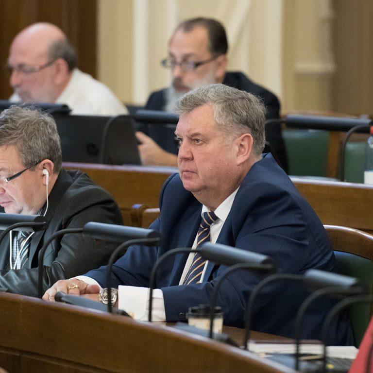 Янис Урбанович: Миллиарды на развитие или на политическое цементирование?