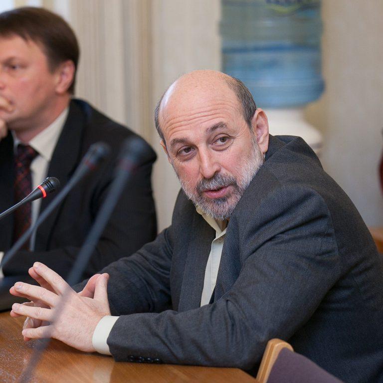 Венецианская комиссия рекомендует дать свободу в выборе языка обучения частным школам и вузам, а также – сохранять и открывать русскоязычные группы в детсадах